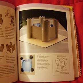 Exemplo 2 de trabalho feito por crianças, no livro Eu que fiz, de Ellen e Julia Lupton