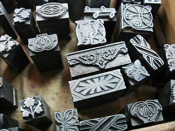 Adornos tipográficos antigos