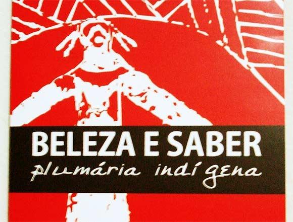 """Folder da exposição """"Beleza e saber: Plumária indígena"""""""