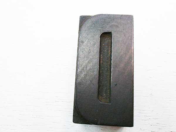Tipo em madeira - Letra D