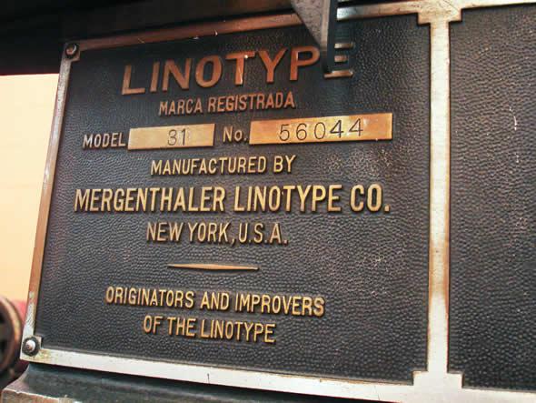 Placa de identificação de uma LINOTYPE