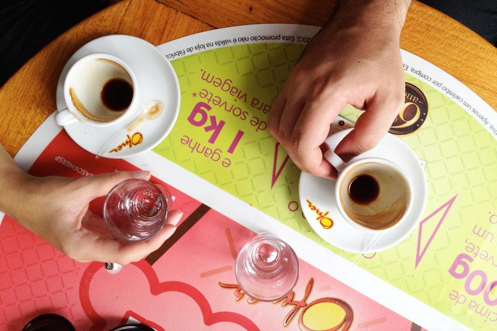 Café com publicidade na mesa, na Ofner